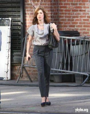 12-11 GG Set Pics - Gossip Diaries Blake Lively